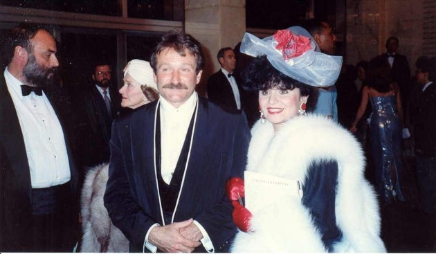 Williams bei der Oscarverleihung 1990 mit der Journalistin Yola Czaderska-Hayek (Foto: courtesy of Alan Light)