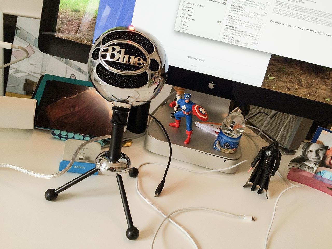 Der Blue Microphones Snowball und Captain America und Darth Vader